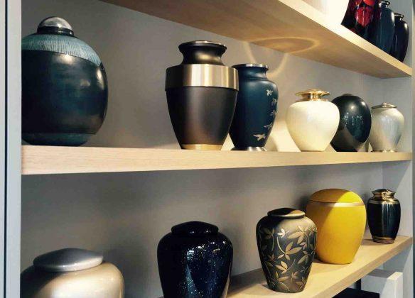 Une large gamme d'urnes funéraires